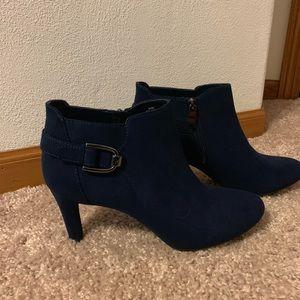 Bandolino navy blue booties